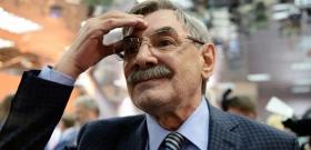 Знаменитого актера сняли с рейса в Барнауле